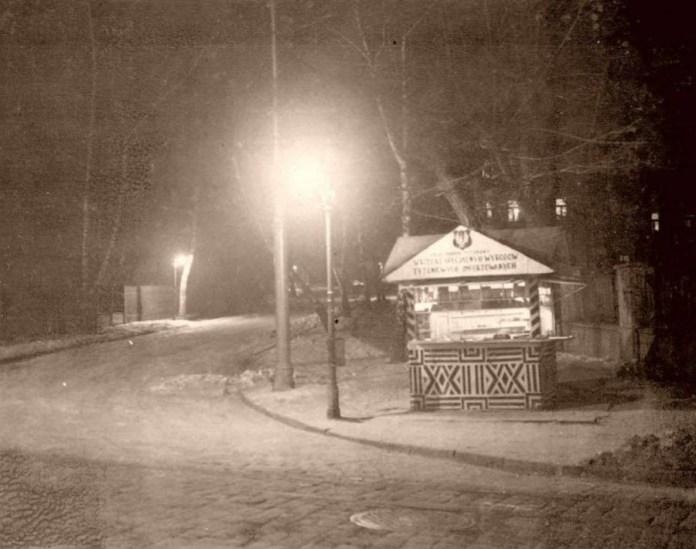 Тютюновий кіоск на вул . св. Софії ( нині І. Франка ), авт. Ян Отко, 20 - ті рр. XX ст.