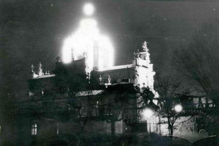 Ілюмінація собору св. Юра - вид з площі, авт. ймовірно Адам Ленкевич, 30 - ті рр.