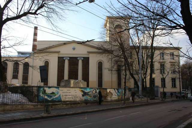 Лабораторія машин НУЛП, вид з вул. Устияновича. Фото 2015 року