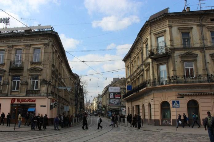 На розі вул. Дорошенка- пр-т Свободи. Фото 2015 року