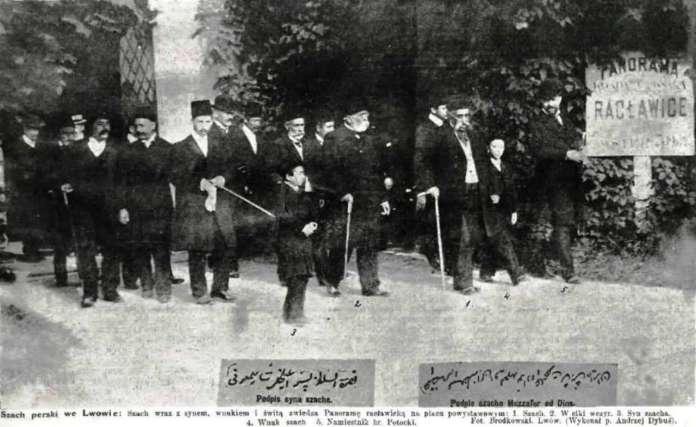 Перський шах із наближеними під час прогулянки теренами Вистави у нин. Стрийському парку, 1905 рік, фото друге
