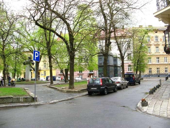 Площа ім. Є. Маланюка з пам. С. Тудору, фото наших днів