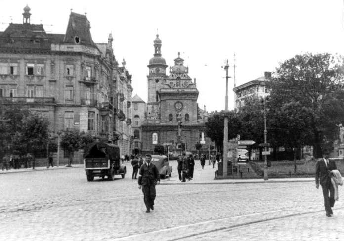 Площа Бернардинська, 1942 рік