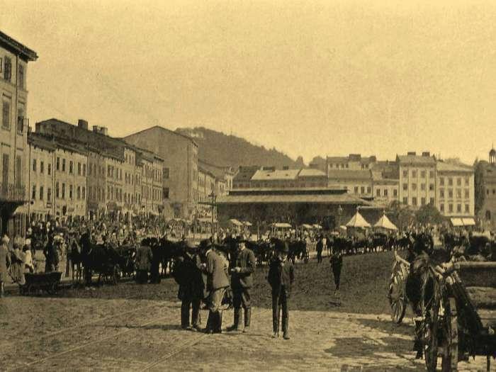 Вид на пляц Краковскі на фото 1904 року