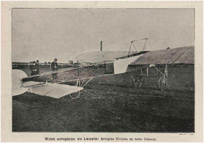 Підготовка до старту аероплану на іподромі Цетнера (тер. нин. автобусного заводу), квітень 1910 року