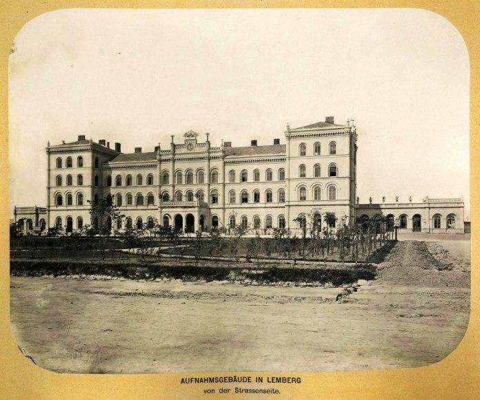 Чернівецький вокзал, вигляд з вулиці Городоцької, фото кінця ХІХ століття