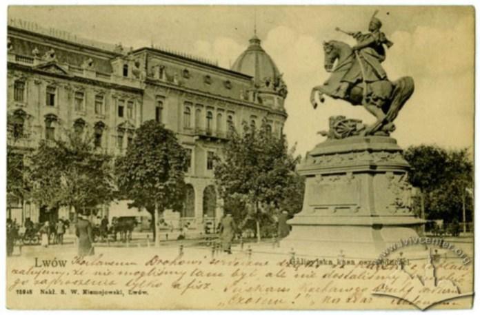 Поштівка поч. XX ст. - на другому плані будівля каси
