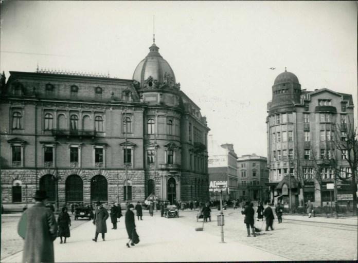 Вид на Галицьку ощадну касу. Фото 1925 року