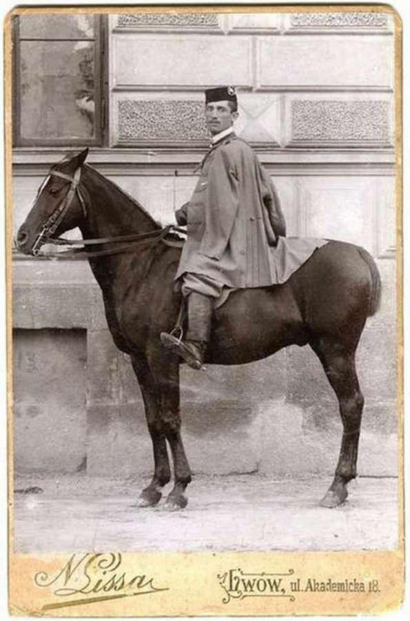 """Член товариства """"Сокіл"""". Фото поч. XX ст."""