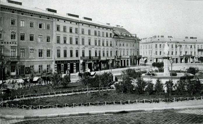 Марійська площа із первісним розташуванням скульптури Діви Марії. Фото кінця XIX ст.