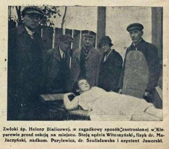 Експерти на місці загадково вбитої дівчинки на Клепарові. Фото 1925 року