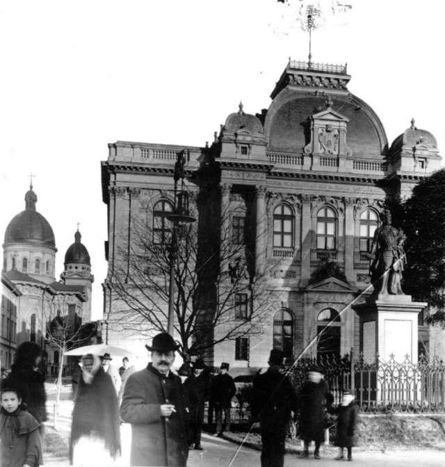 Скульптура Яблоновського на Валах. Фото поч. XX ст.