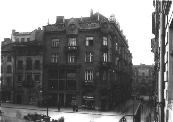 Дім Ціппера за адресою пл. Ринок, 32. Фото близько 1912-1913 рр.