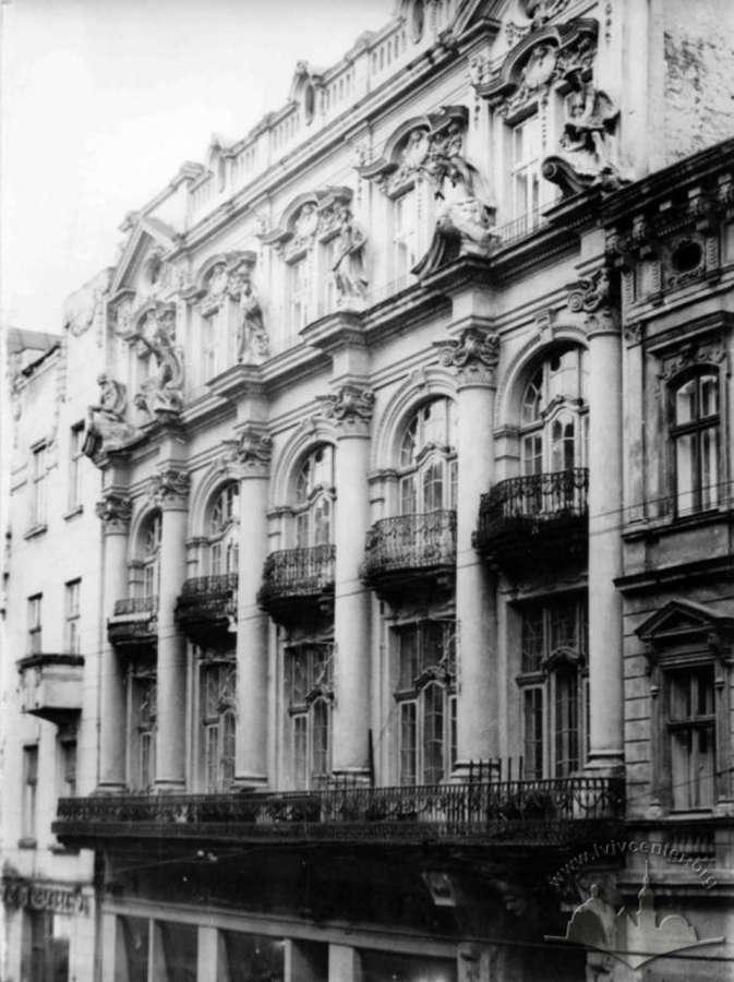 Вигляд фасаду будинку Ландау у 1970-х роках