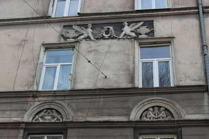 Ампірні фасади від вул. І. Гонти. Фото 2015 року