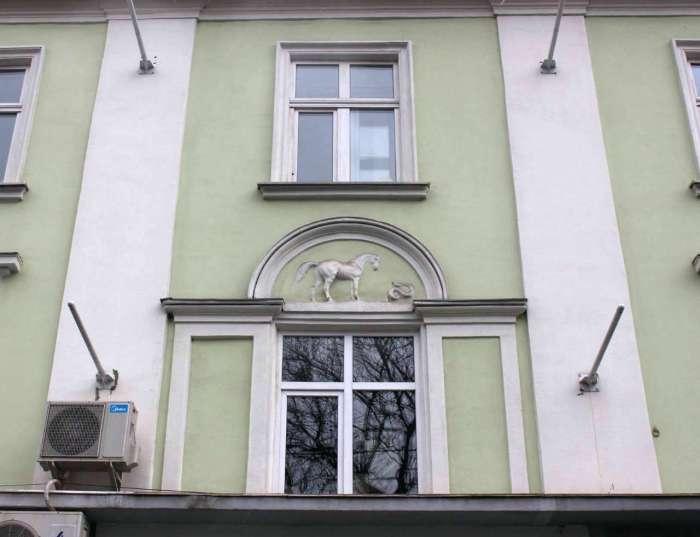 """Фасад головного входу """"Брістолю"""". Фото 2015 року"""
