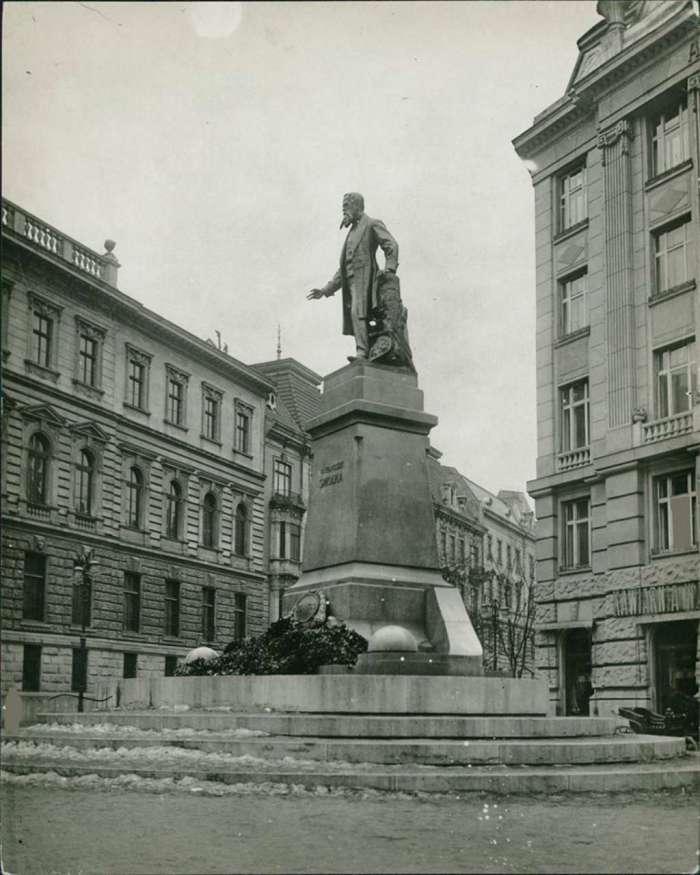 Монумент Францішеку Смольці. Фото 1925 року