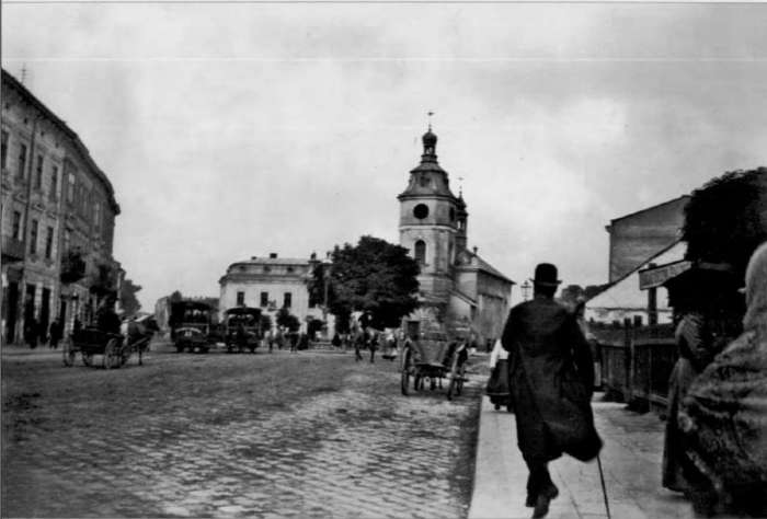 Вулична сцена на Казимирівській, по центрі - костел Святої Анни. Фото ост. третини XIX ст.