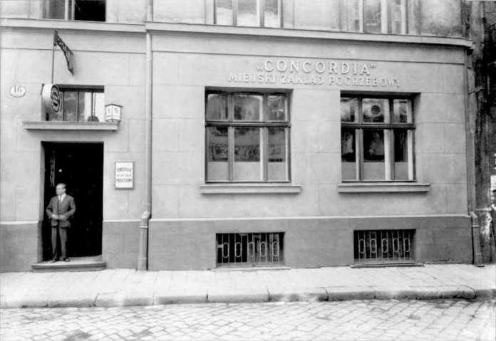 """Офіс закладу """"Конкордія"""" на вул. Собєського, 16 (нині - Братів Рогатинців). Фото 1932 року"""