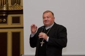 Харківсько-Запорізький єпископ-емерит Мар'ян Бучек на презентації книги.