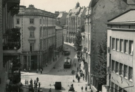 Тролейбус на вулиці Горького (тепер вул. Гнатюка), фото, 1953-1954 роки.