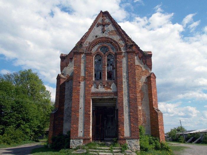 Петропавлівський парафіяльний костел села Поляни, фото 2015 року