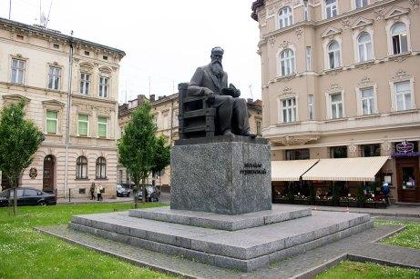 Пам'ятник Михайлу Грушевському відкритий у Львові 12 червня 1994 року на проспекті Шевченка