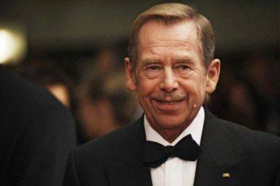 Яблуню висадив президент Чеської Республіки (1993-2003) Вацлав Гавел