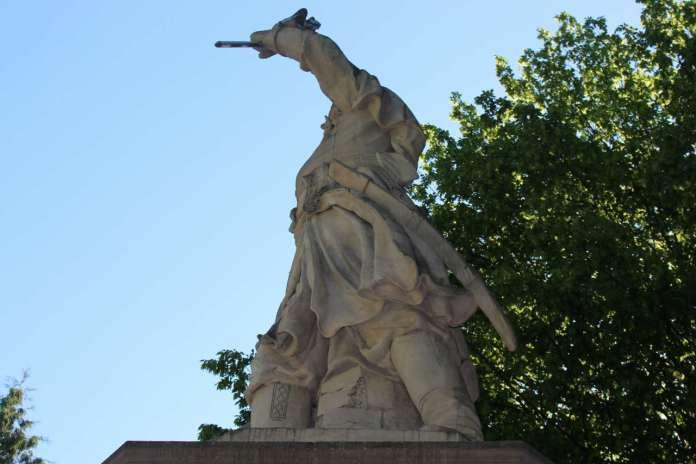 Ракурс пам'ятника Янові Кілінському. Фото 2015 року