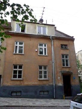 Родинний будинок Березовських (сучасний вигляд). Верхні два вікна – квартира-горище нащадків Березовських