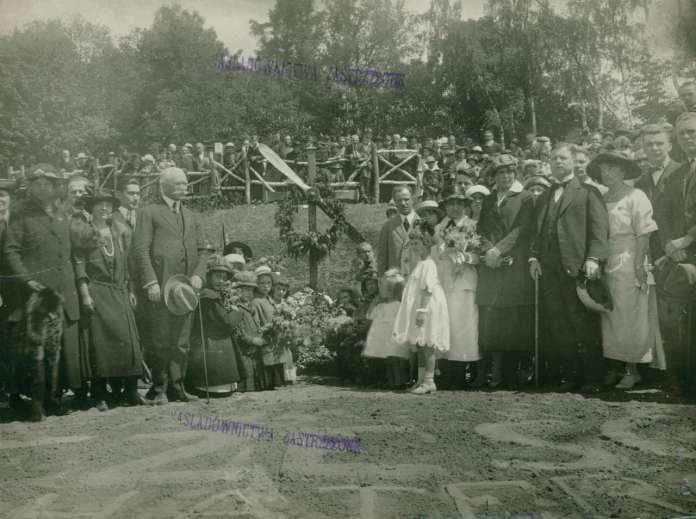 Вшанування памяті американських пілотів на Личакові. Фото 1922 року