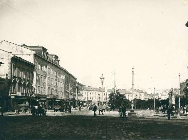 Вулична сцена на Марійській площі. Фото 1894 року