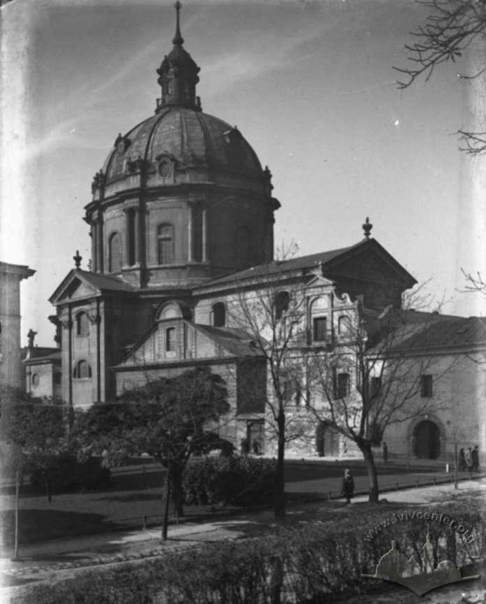 Вид на омініканський костел та Королівський арсенал з Губернаторських Валів. Фото Яна Отко до 1939 року
