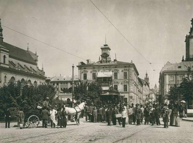 Вулична сцена на Валах Гетьманських. Фото 1894 року