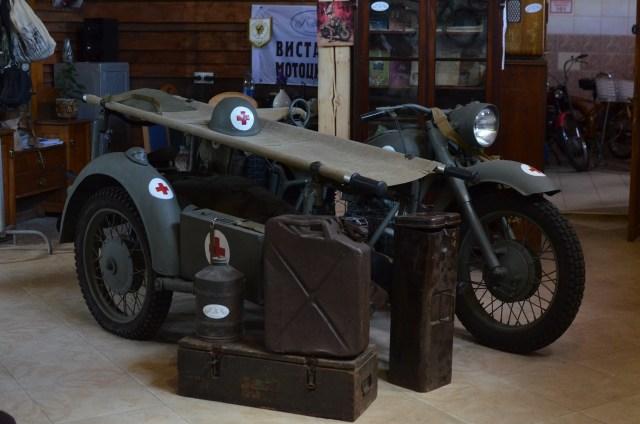 """Мотоцикл """"К-750"""", стилізований під військовий медичний. Подібні мотоцикли були в японській армії."""
