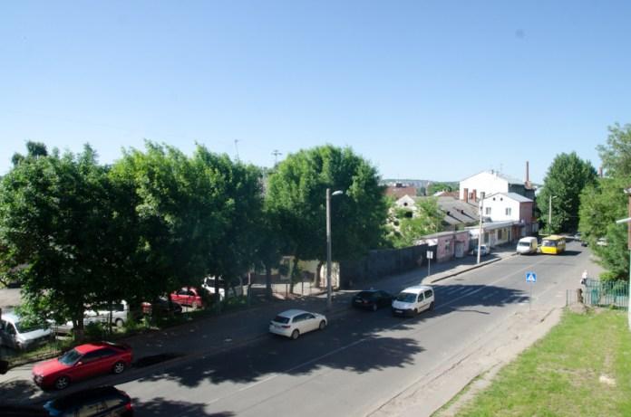 """Вид з """"Фбрики повидла"""" на вулицю Б.Хмельницького."""