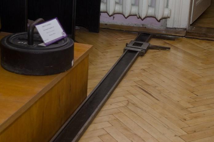 4-метровий штангенциркуль.