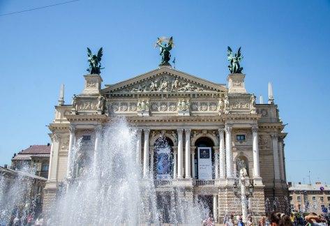 Площа біля Оперного театру