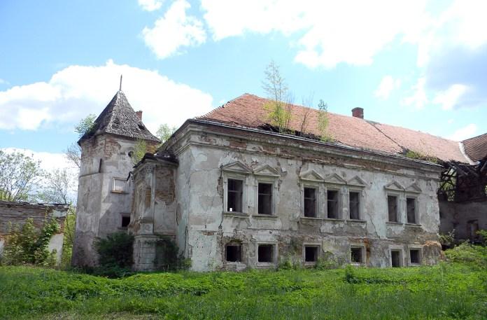 Замок короля Яна ІІІ Собеського у Поморянах, фото 2015 року