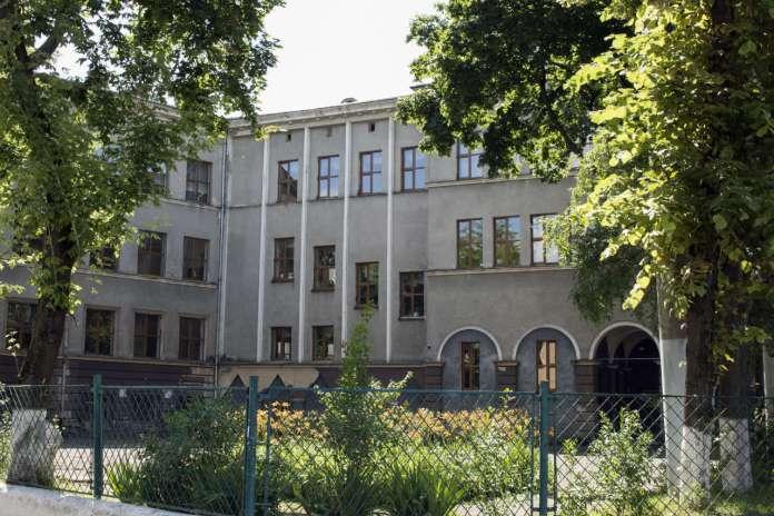 Давня школа імені Миколая Рея, зараз середня школа №58 міста Львова. Фото 2015 року