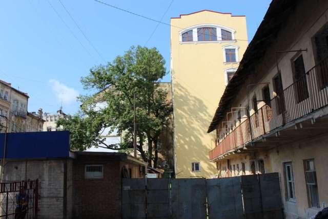 На місці будівель № 2 та 4 на вулиці Дорошенка. Фото 2015 року