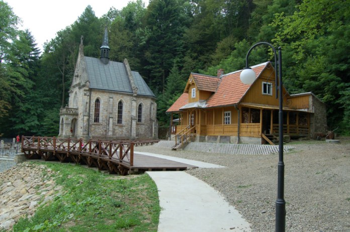 Каплиця, на місці де пестельникував святий Йоан з Дуклі.