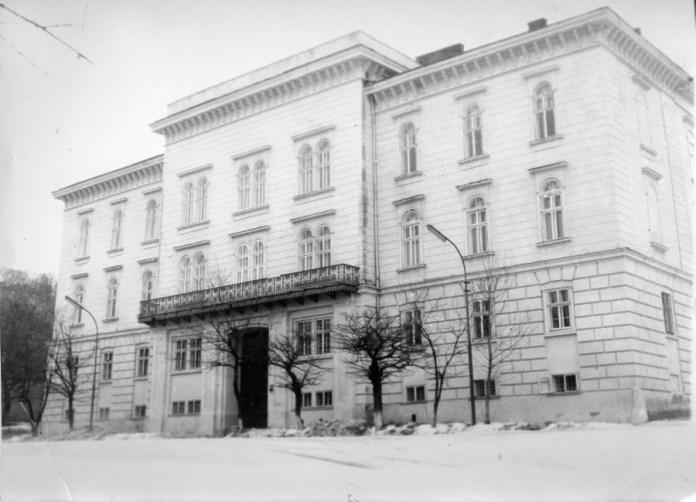 Фасад за радянських часів.