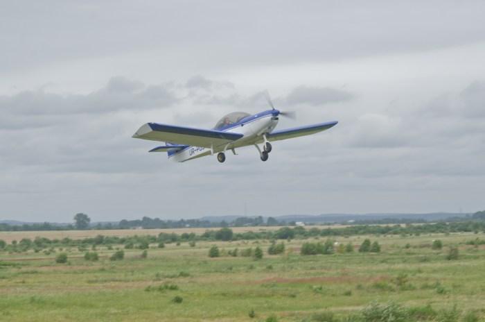 """Спортивний літак на аеродромі """"Цунів"""". Фото Костянтин Баранюк"""