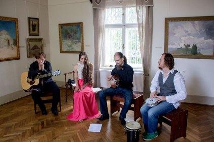 """Концерт музичного гурту """"Хрущі"""" в музеї Івана Труша"""