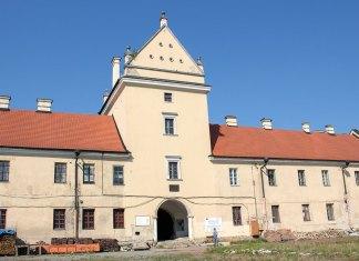 Замкова надбрамна вежа в Жовкві