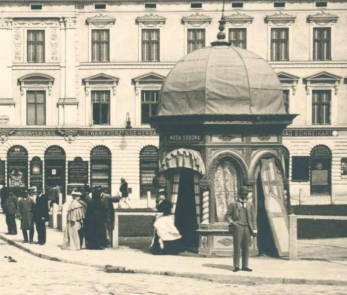 Кіоск із содовою водою на площі Галицькій (поблизу нин. пам. Данила Галицького). Фото 1894 року