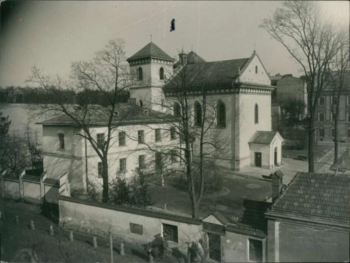 Мури і територія монастиря Святого Лазаря. Фото 1925 року