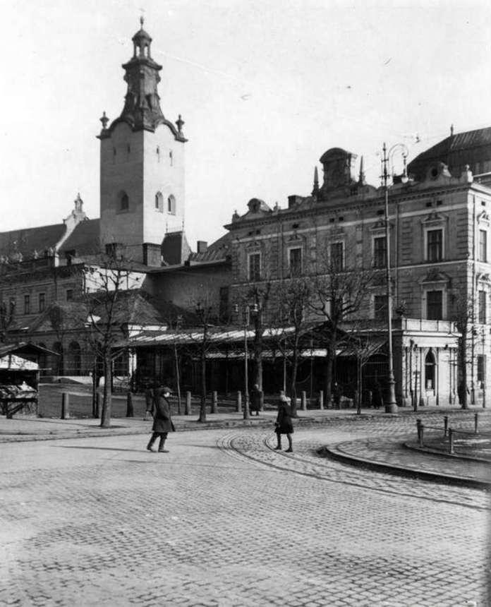 """Мансарда під """"Віденською"""" де йшли ревю студентського театру. Фото до 1939 року"""