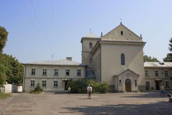 Костел та шпиталь Святого Лазаря у Львові. Фото 2015 року